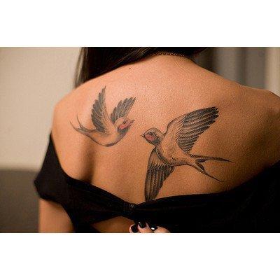 Татуировка за гърба две лястовички