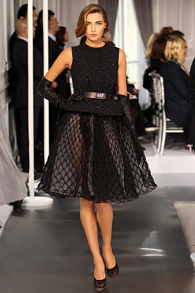 Разкроена пола с тясно късо сако в черно Haute Couture на Dior за Пролет-Лято 2012
