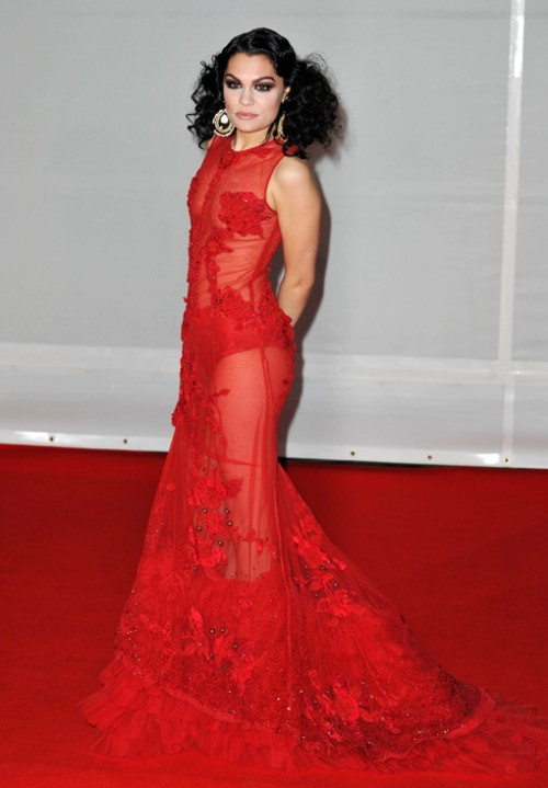 Джеси Джей в червена рокля дантела