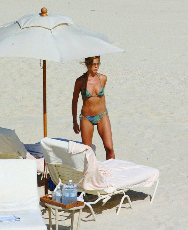 Дженифър Анистън показва перфектно тяло на плажа