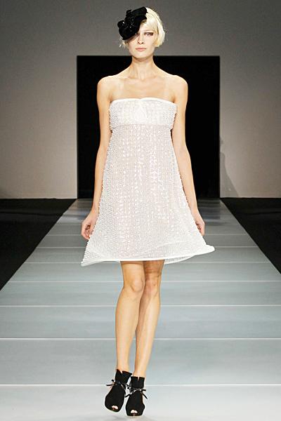 Блестяща нежна рокля без презрамки Emporio Armani Пролет-Лято 2012
