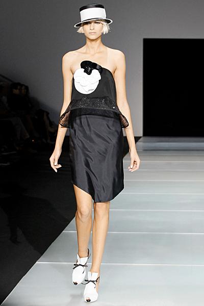 Къса черна рокля сатен Emporio Armani Пролет-Лято 2012