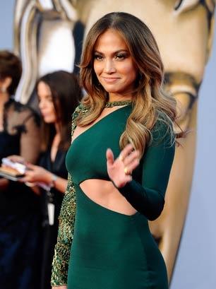 Дженифър Лопез в изрязана зелена рокля