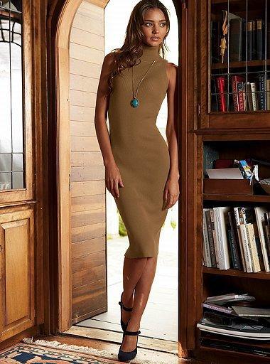 Бежова рокля едноцветна с поло яка