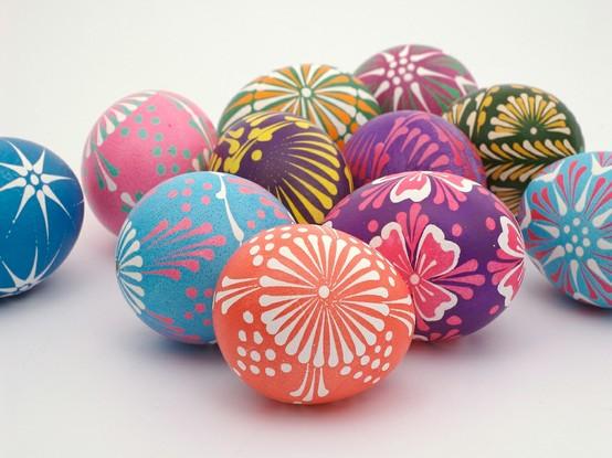 Великденски яйца с нарисувани цветя