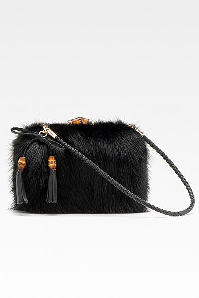 Малка черна рошава чанта с пискюли Gucci Есен-Зима 2011