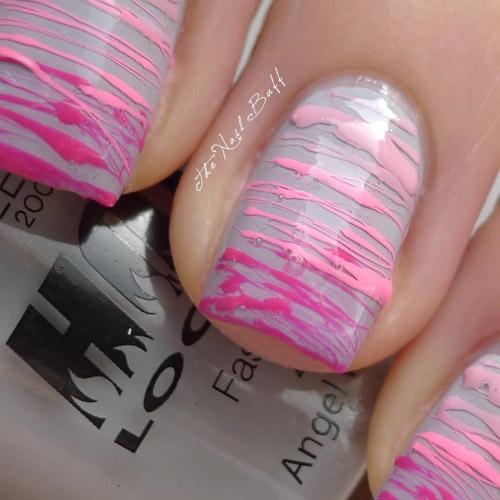 Бледо лилав маникюр с нежни розови лентички