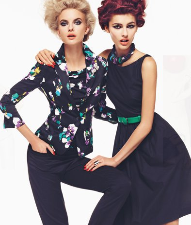 Черно сако с цветя и панталон и черна рокля