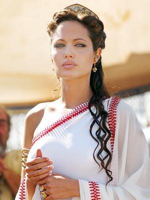 Анджелина Джоли в ролята на майката на завоевателя Александър в едноименния филм