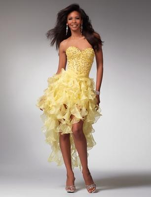 Латино къса рокля с пера в златисто жълто и красив корсет за бал 2012