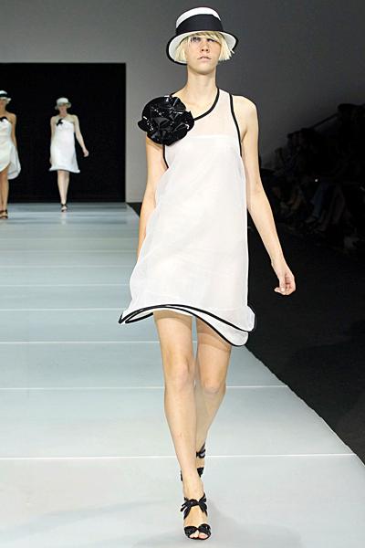 Рокля с едно рамо в бяло Emporio Armani Пролет-Лято 2012