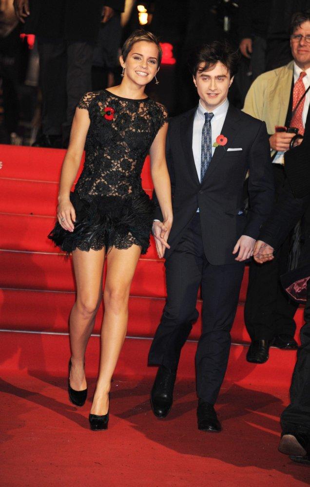 Ема Уотсън в къса черна рокля