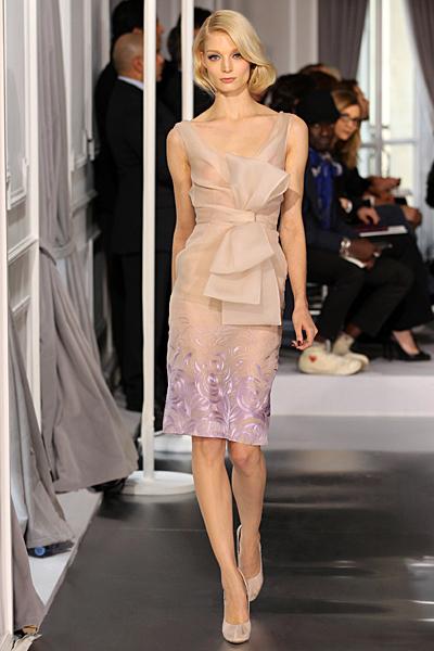 Рокля в телесен цвят с голяма панделка Haute Couture на Dior за Пролет-Лято 2012