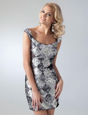 Къса рокля на ромбове със сребристи пайети за бал 2012