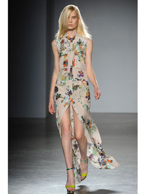 Дълга рокля с цепка с принт на цветя Matthew Williamson пролет-лято 2012