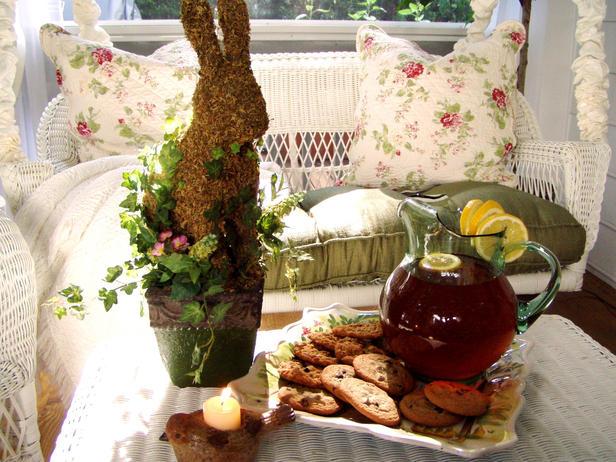 Декорация за маса за кафе на Великден със заек