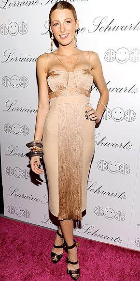 Блейк Лайвли в коктейлна рокля телесен цвят