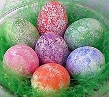 Великденски яйца в преливащи цветове розово, зелено и лилаво