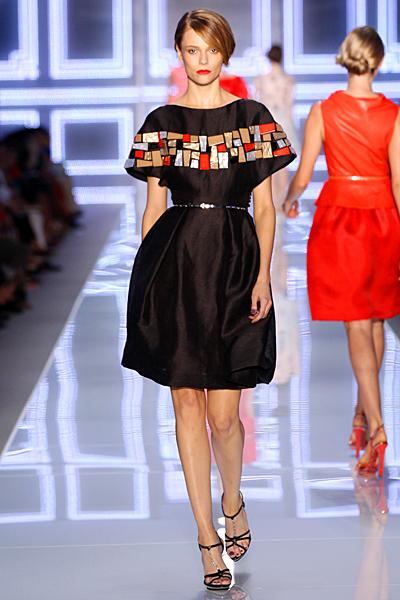 Черна разкроена рокля с тънка талия в черно с декорация Dior Пролет-Лято 2012