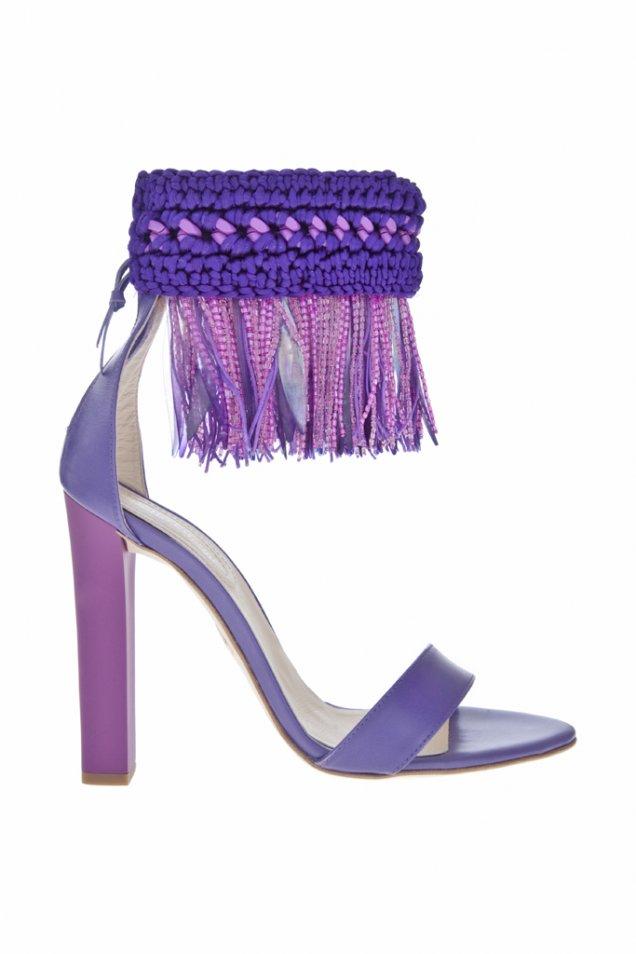 Лилави сандали на ток с ресни около глезена Roberto Cavalli пролет-лято 2012