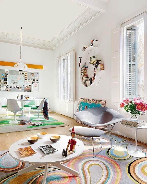 Интериор за малък апартамент с бели стени