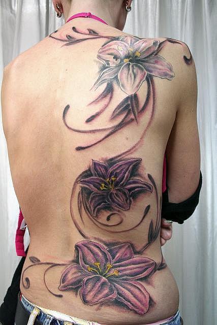 Татуировка за гърба големи цветя