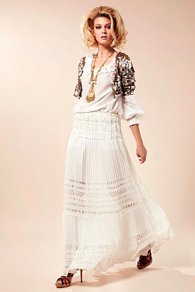 Дълга бяла пола и бял топ с къса жилетка с пайети Предпролетна колекция Blumarine за 2012