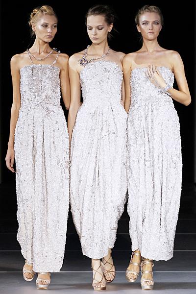 Дълги рокли без презрамки с бродерия и камъни Giorgio Armani Пролет-Лято 2012
