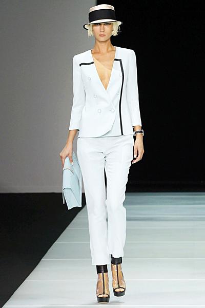 Бял паталон слим фит и късо сако Emporio Armani Пролет-Лято 2012