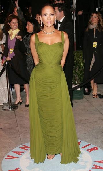 Дженифър Лопез в изчистена зелена рокля през 2006