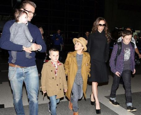 Дейвид Бекъм със семейството си