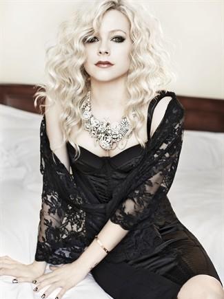 Аврил Лавин във фотосесия за списание Vogue Италия