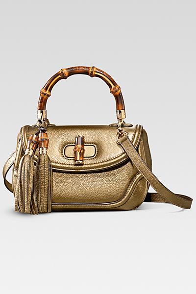 Малка златиста чанта с пискюли Gucci Есен-Зима 2011
