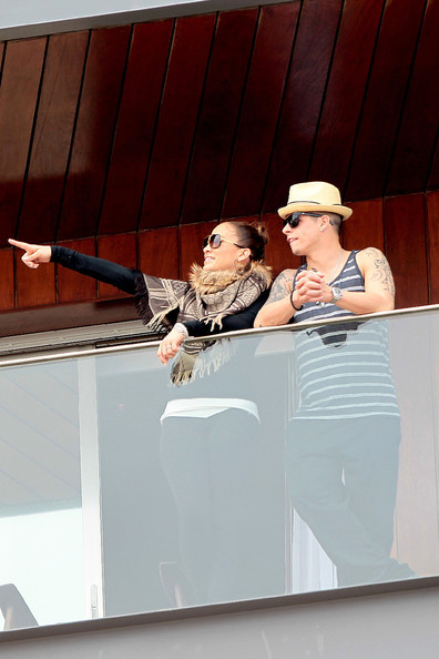 Дженифър Лопез с Каспър Смарт в Рио
