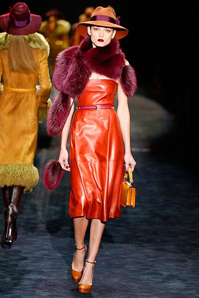 Кожена рокля в оранжево Gucci Есен-Зима 2011
