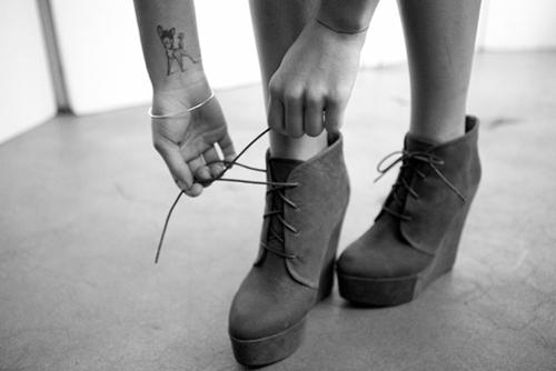 Татуировка сърничка на китката