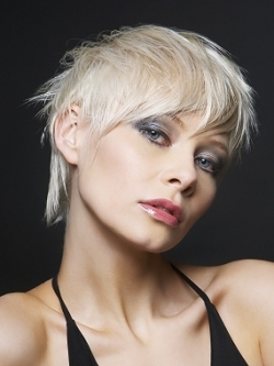 Руса прическа за къса коса