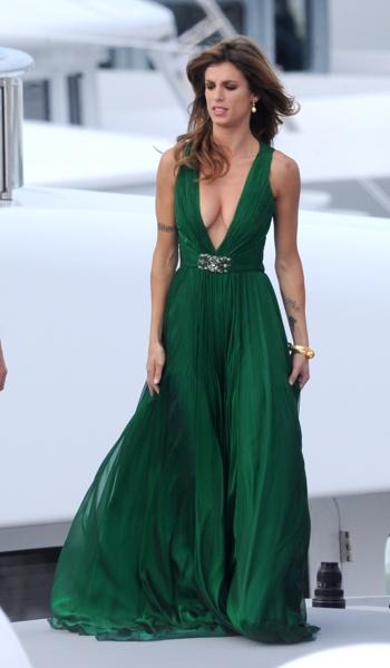 Елизабета Каналис в дълга зелена рокля