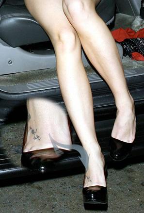 Мини татуировка от глезена на долу по крака на Бритни Спиърс