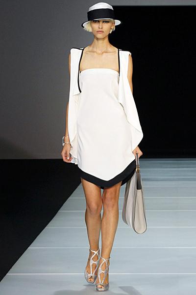 Бяла рокля с бял елек дълъг Emporio Armani Пролет-Лято 2012