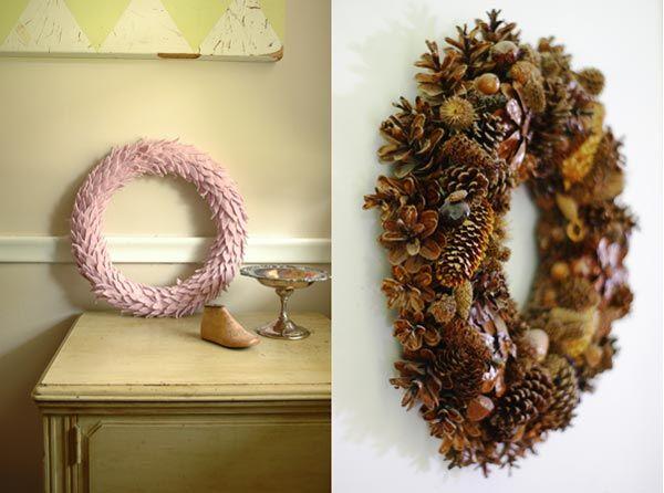 Коледна украса - венец в бяло и от шишарки