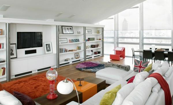 Интериор за малък апартамент с много светлина