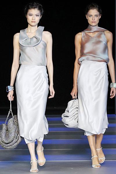 Дълга пола по тялото с копринен топ Giorgio Armani Пролет-Лято 2012