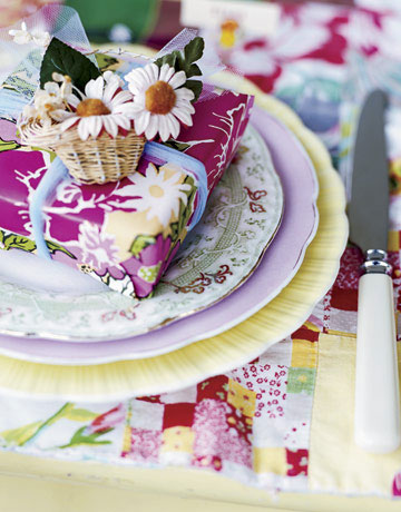 Декорация за маса с флорални мотиви и лайка