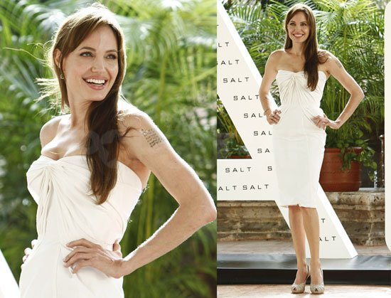 Анджелина Джоли в коктейлна бяла рокля на премиера на филма