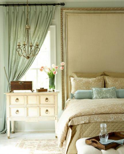 Пролетна декорация в спалнята - ваза с лалета