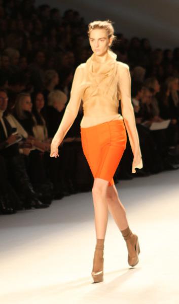 Оранжева пола Vera Wang