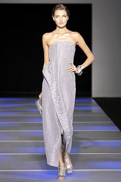 Дълга рокля без презрамки с блестящи елементи в бледо лилаво Giorgio Armani Пролет-Лято 2012