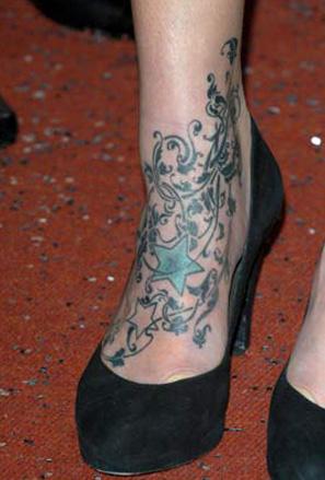 Падащи звезди - татуировка на глезена на Фиърн Котън