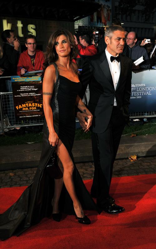 Елизабета Каналис в дълга черна рокля с голяма цепка и Джордж Клуни